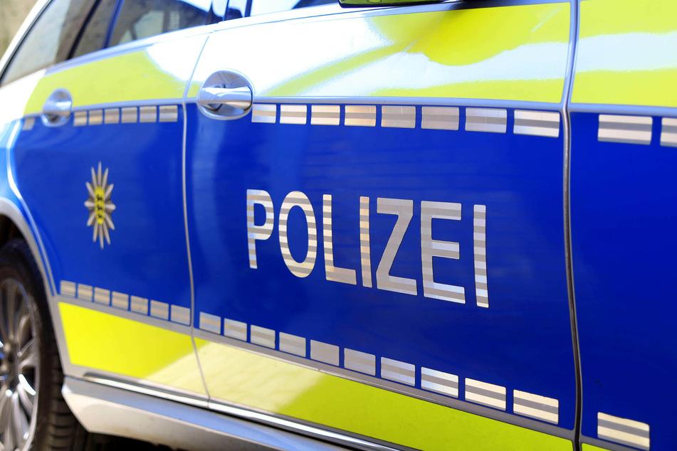 Tankstellenräuber zieht Pistole hinter Blumenstrauß hervor: Polizei sucht Zeugen