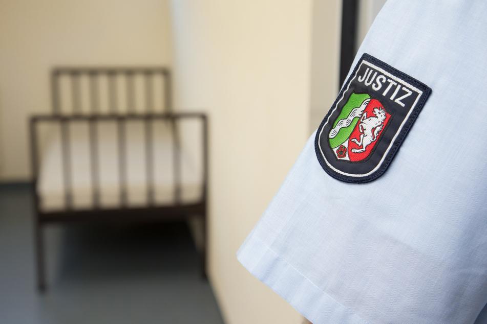 Auch in NRW-Gefängnissen gilt die neue Coronaschutz-Verordnung. Wer Inhaftierte besuchen will, muss selbst geimpft, genesen oder getestet sein.