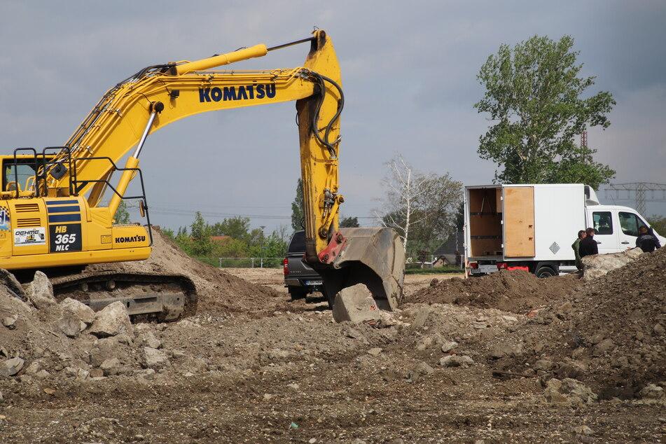Schon zum achten Mal ist am Dienstagmorgen eine Weltkriegsbombe bei Bauarbeiten auf dem Gelände des geplanten Nachwuchsleistungszentrums des Drittligisten Hallescher FC gefunden worden.