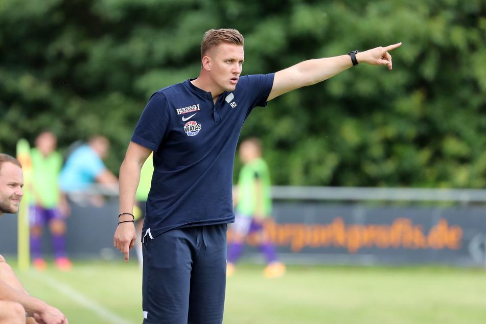 FCE-Coach Aleksey Shpilevski (33) gibt die Richtung vor.