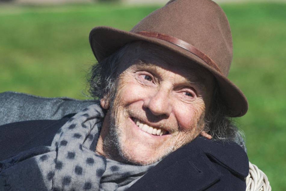 Jean-Louis Duroc (Jean-Louis Trintignant, 89) verbringt seinen Lebensabend in einem luxuriösen Seniorenheim.