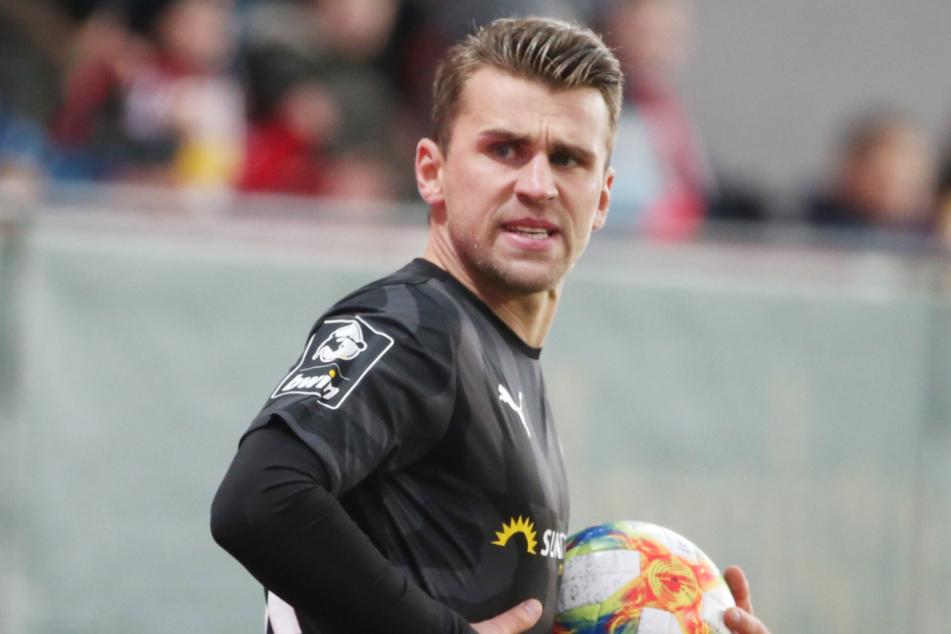 Nils Miatke (30) guckt derzeit nicht besonders glücklich...