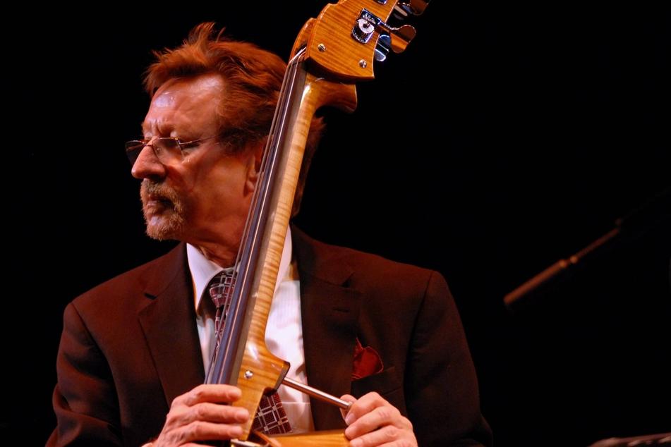 Der Jazz-Kontrabassist George Mraz ist am Donnerstag im Alter von 77 Jahren verstorben.