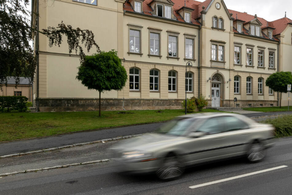 Minister und Autoclub wollen Schulwege sicher machen