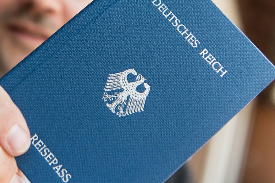 Suff-Reichsbürger geht auf Polizisten los
