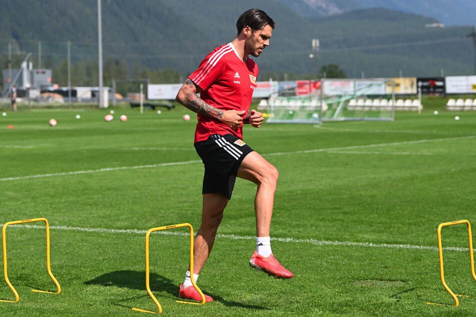 Christopher Trimmel bei einer Übung im Trainingslager in Tirol. In einem Interview hat der Union-Kapitän vor zu viel Ehrgeiz und der möglichen Dreifachbelastung in der kommenden Saison gewarnt.