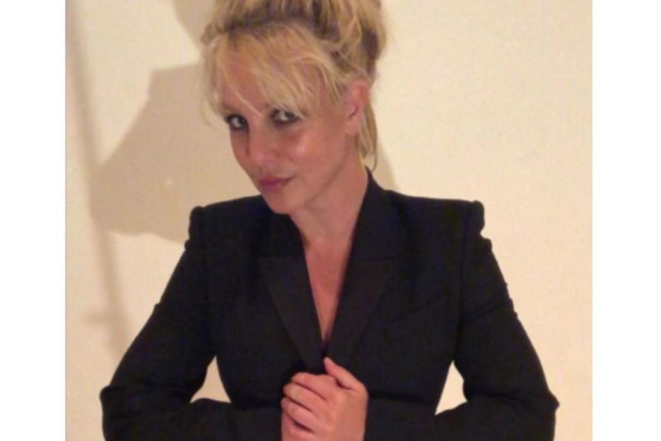 Nachdem ein dazu aufrief, sie solle schwarz tragen, wenn sie in Gefahr sei, postete Spears dieses Foto.