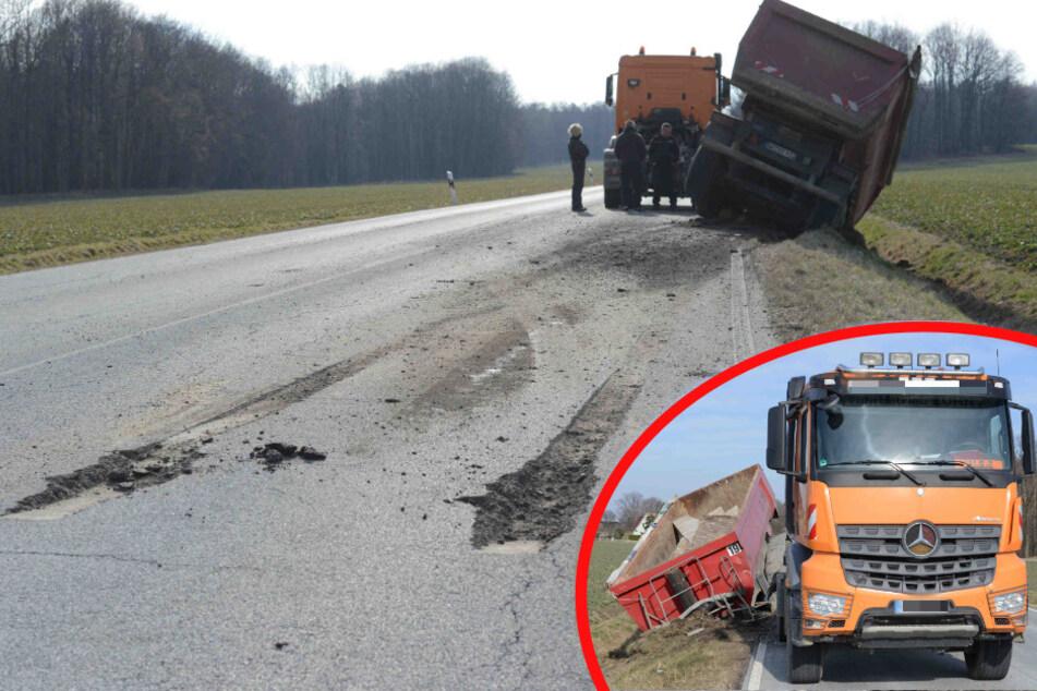 Mitten auf der Landstraße: Brummi verliert seinen Hänger und reißt die Straße auf!