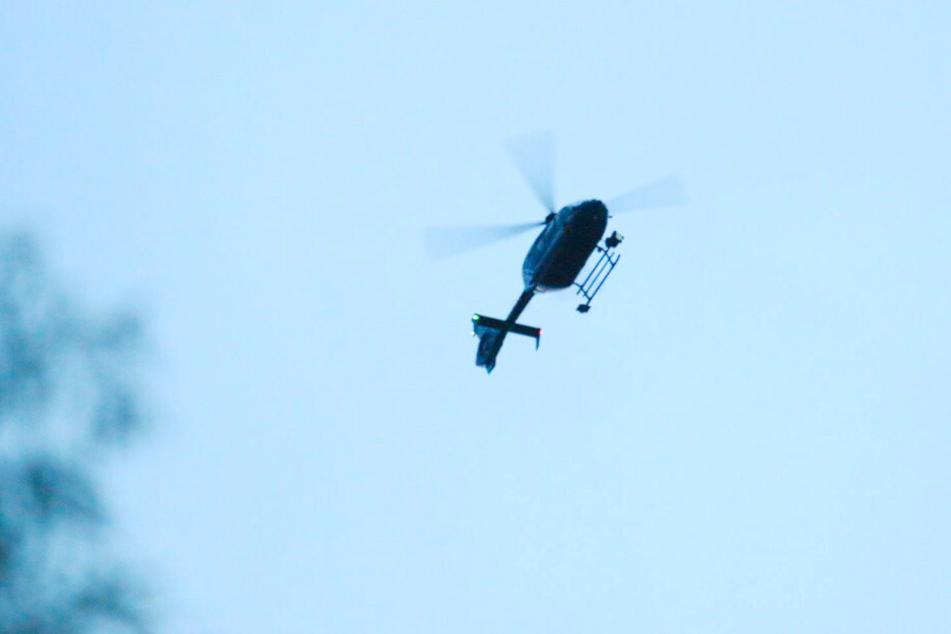 Auch ein Helikopter war im Einsatz.