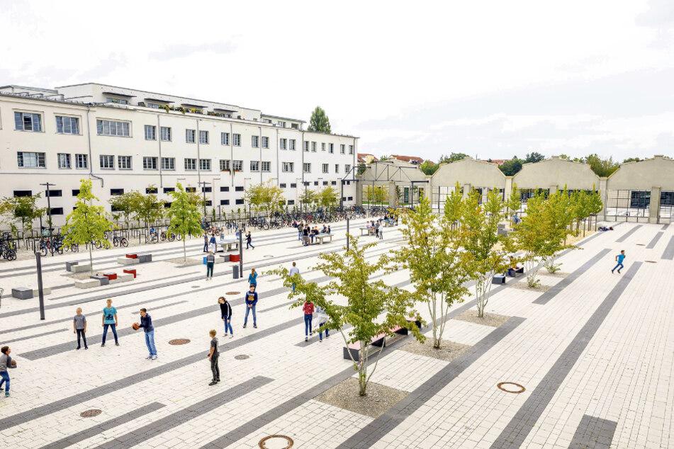 Auf dem Schulhof des Gymnasiums Tolkewitz dürfen sich die Schüler bestimmter Jahrgangsstufen nur in für sie vorgesehenen Bereichen aufhalten.