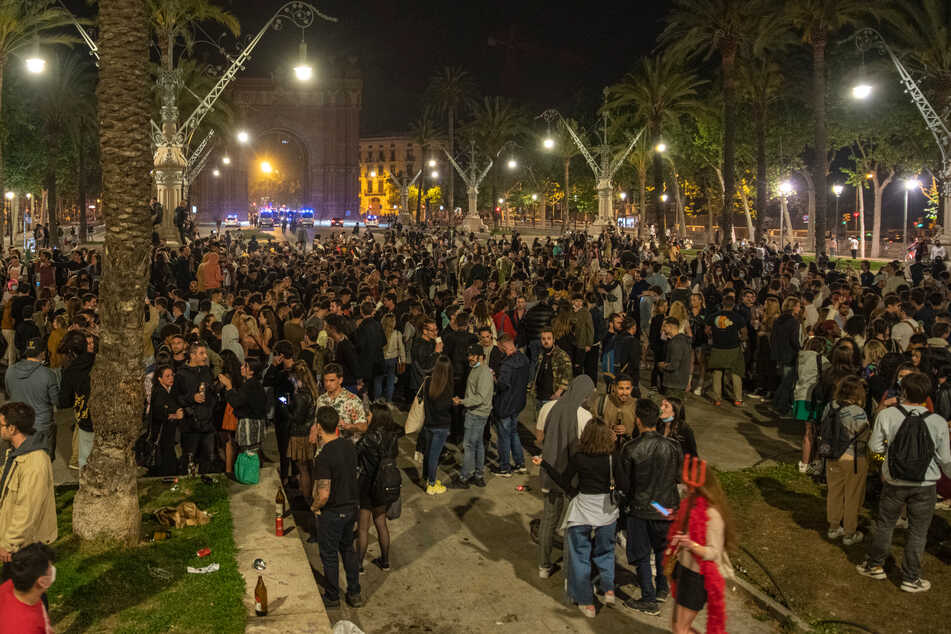Coronavirus: Notstand beendet: Spanier strömen auf die Straßen
