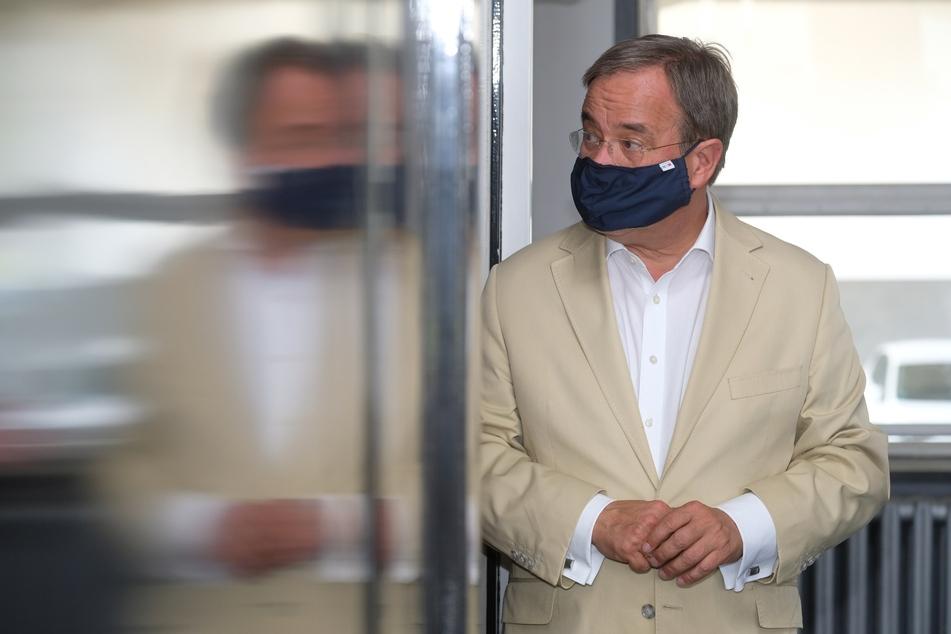 NRW-Ministerpräsident Armin Laschet (59, CDU) hält die Maskenpflicht im Unterricht für sinnvoll. (Archivfoto)