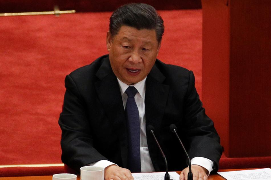 Xi Jinping (67), Generalsekretär der Kommunistischen Partei Chinas muss aller Erfolgsmeldungen zum Trotz auch in China weiter mit dem Coronavirus klarkommen.