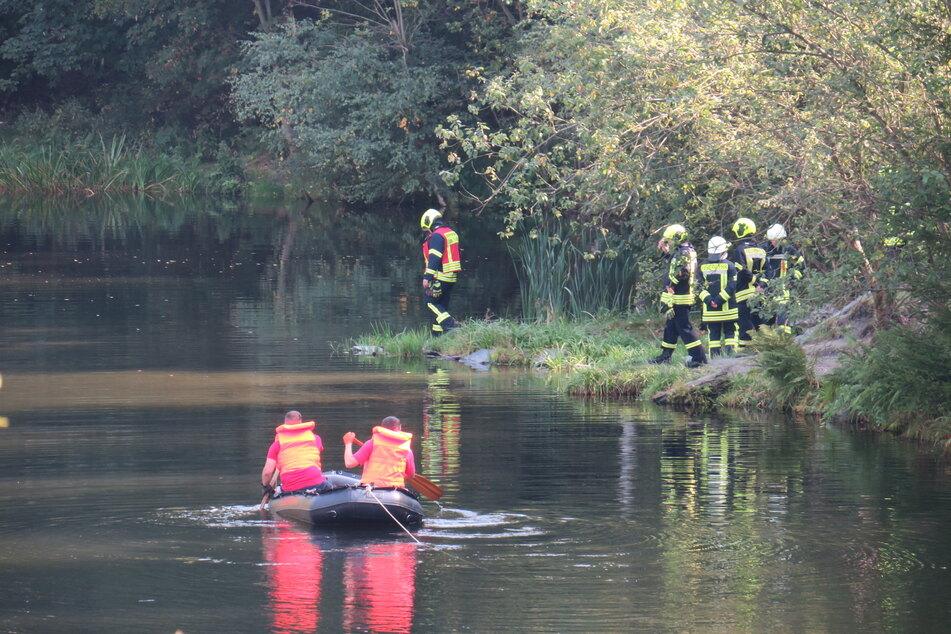 Feuerwehr und Polizei suchen derzeit nach einem vermissten Mann in Lößnitz.