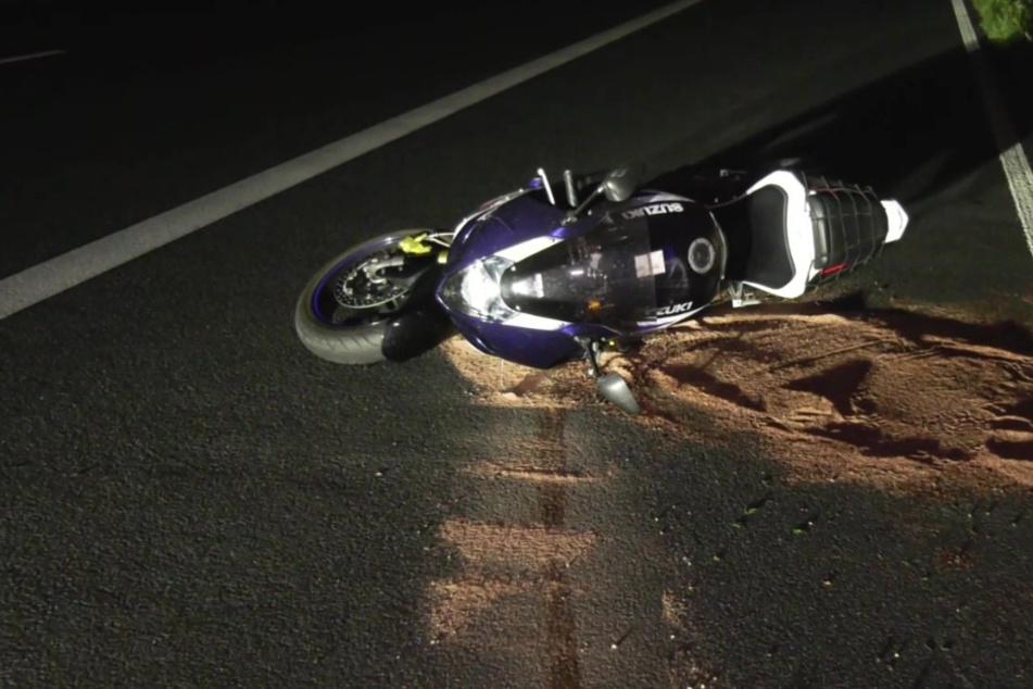 Das Motorrad rollte nach dem Zusammenstoß noch etwa einen Kilometer weiter, bevor es auf dem Standstreifen liegenblieb.
