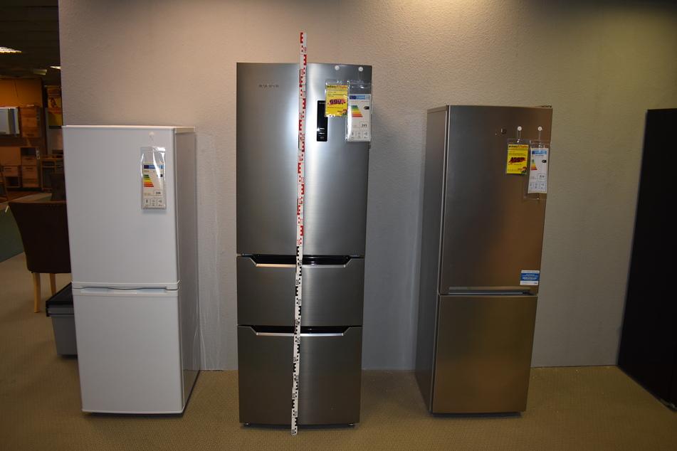 Auch einen Kühlschrank (M.) ließen die Diebe mitgehen.