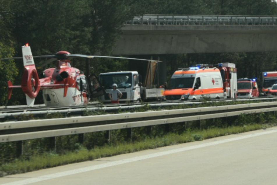A6 nach Unfall gesperrt! Heli landet, zwei Verletzte