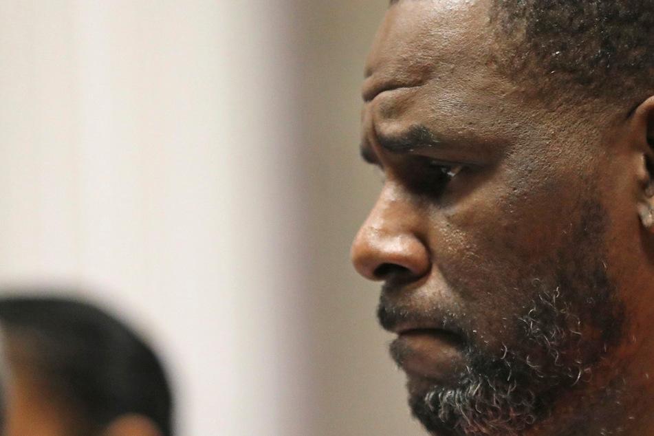Opfer von Ex-Superstar R. Kelly bedroht und eingeschüchtert