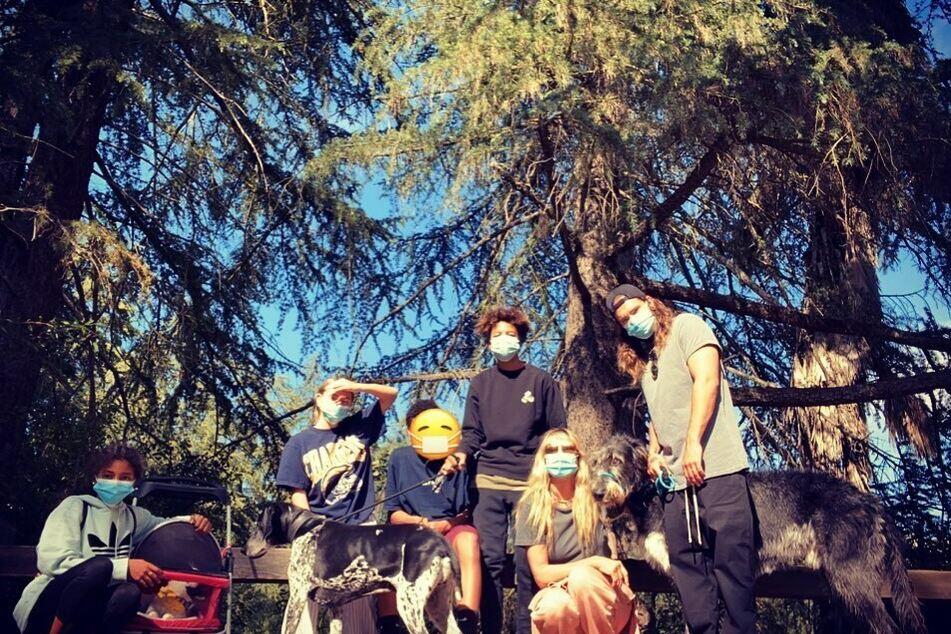 Heidi und ihre Patchwork-Familie unternehmen einen Ausflug in's Grüne.