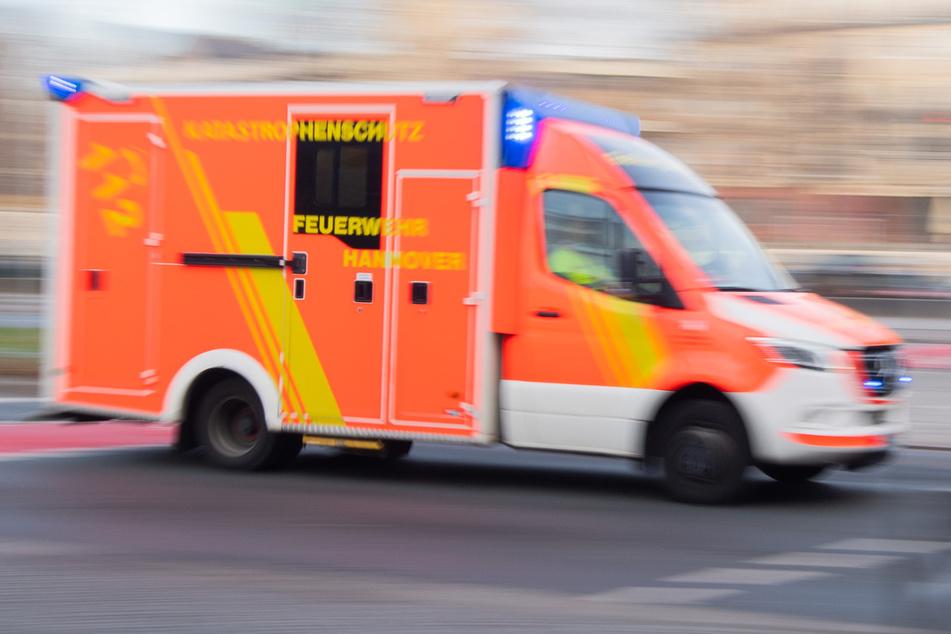 Brennende Zigarette setzt Bett in Brand! 26-Jährige verletzt
