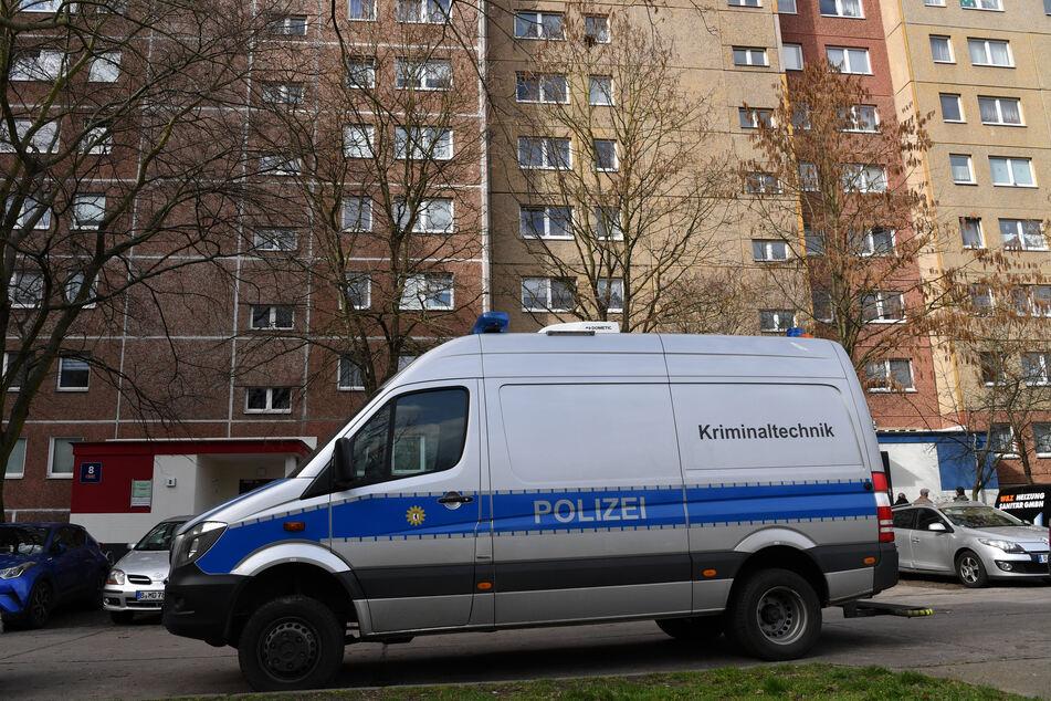 Die Polizei setzt 10.000 Euro Belohnung für Hinweise zu dem Doppelmord in Berlin-Marzahn aus.