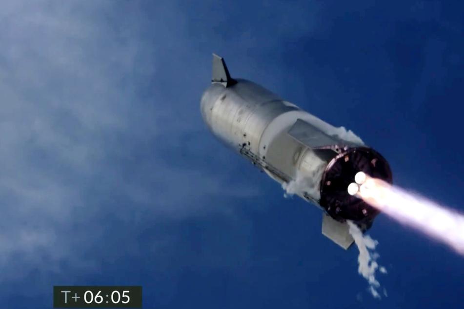 SpaceX-Rakete legt erstmals perfekte Landung hin, nur um dann plötzlich zu explodieren
