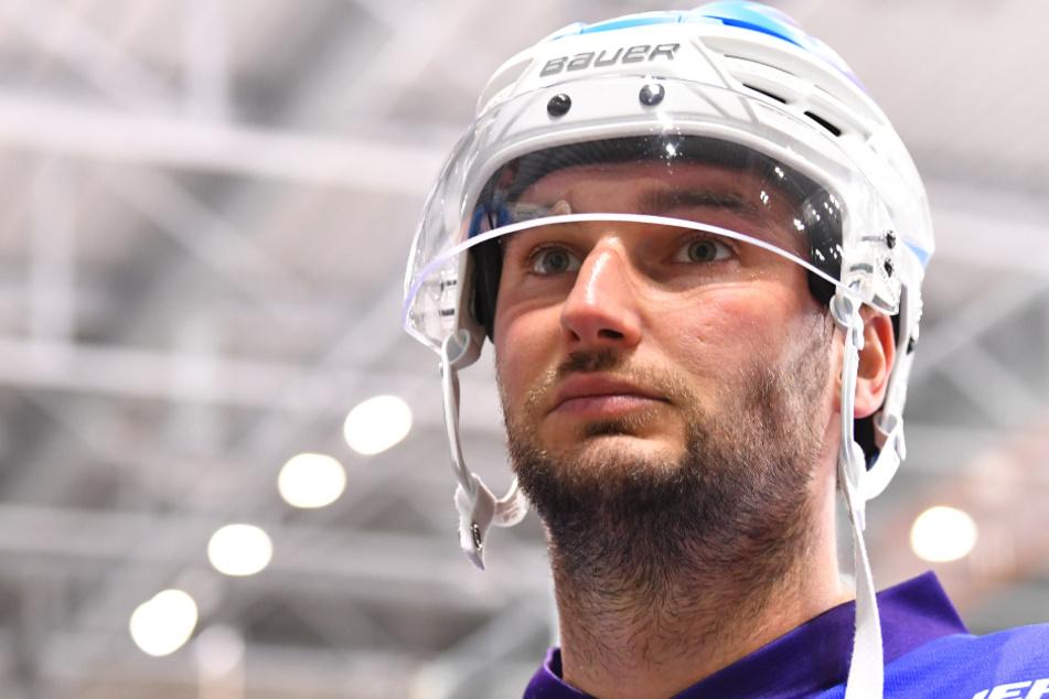Den neuen weiß-blauen Helm hatte am Montag Jordan Knackstedt auf. Ob er bald den Hut im Team aufhaben wird, zeigen die nächsten Wochen.