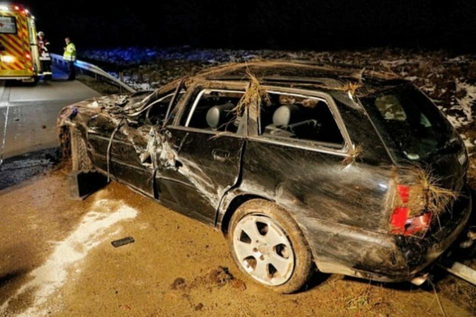 Schwerer Unfall auf A4 bei Chemnitz: Audi überschlägt sich, Frau verletzt