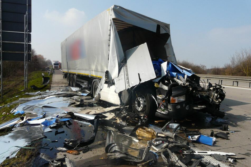 An den Unfallfahrzeugen entstand insgesamt ein Schaden von rund 160.000 Euro.