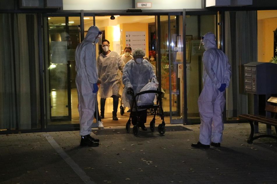 In einem Pflegeheim in der Gensinger Straße in Berlin-Lichtenberg hat es einen tödlichen Corona-Ausbruch gegeben.