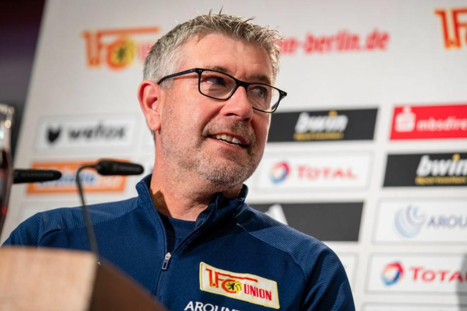 Gute Laune bei Union-Coach Urs Fischer (54) nach zuletzt drei Siegen in Folge kann seine Mannschaft zuversichtlich ins Spiel gegen Eintracht Frankfurt gehen.