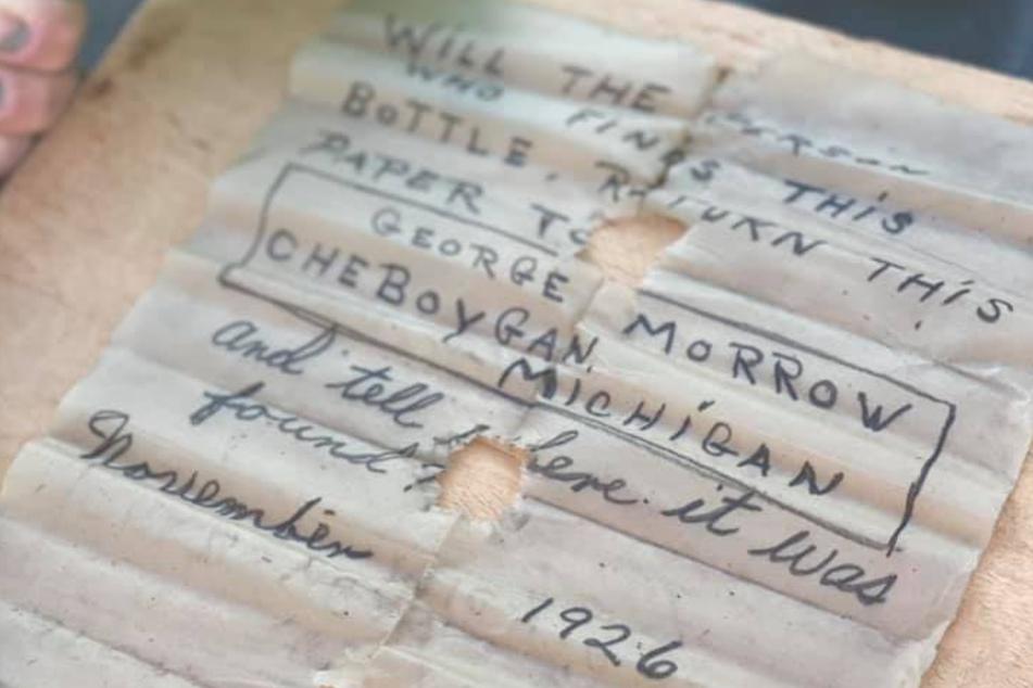 A pesar de su humedad y edad, la letra seguía siendo legible.