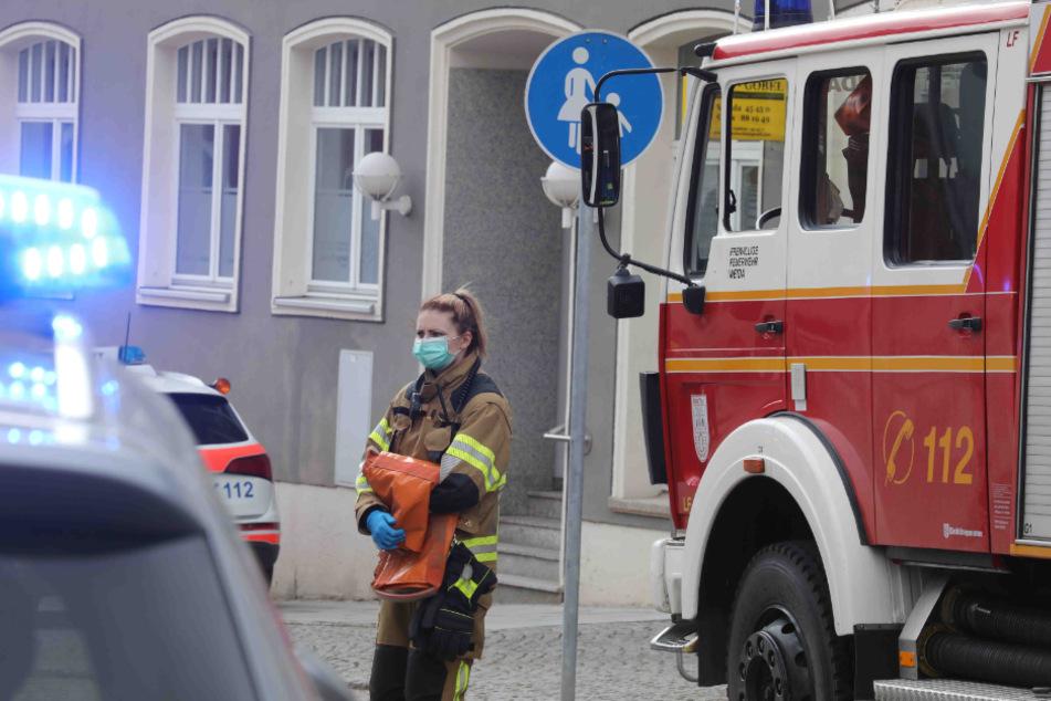 Ein Mensch kommt bei Wohnungsbrand ums Leben