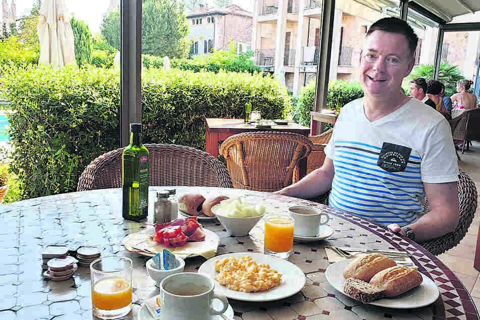 Kein Schlangestehen am Büfett: Das Frühstück wurde an den Tisch serviert.