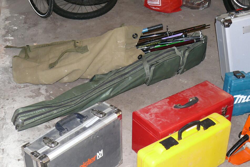 Die Einsatzkräfte stellten einige Gegenstände sicher.