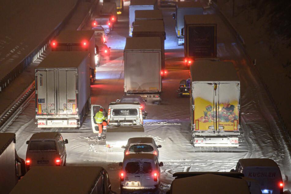 Besonders betroffen vom Wintereinbruch sind die A7 und die A4.
