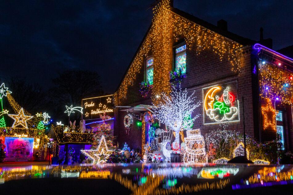 """Wow! Fast 100.000 Lichter am Haus: """"Wohnt hier der Weihnachtsmann?"""""""