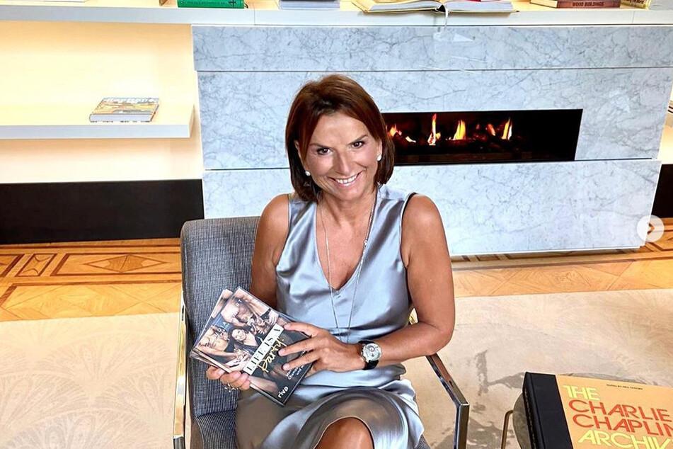 Claudia Obert (59) präsentiert ihre Biografie auf Instagram.