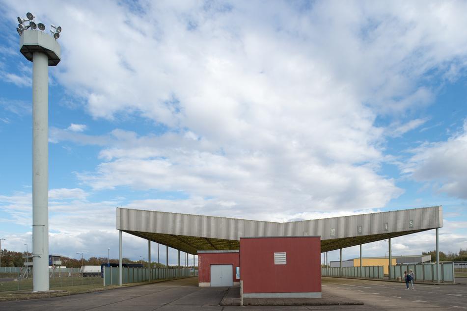 In Marienborn erinnert die Grenzübergangsstelle an die Zollabfertigung von ausreisenden und einreisenden PKW aus der und in die DDR.