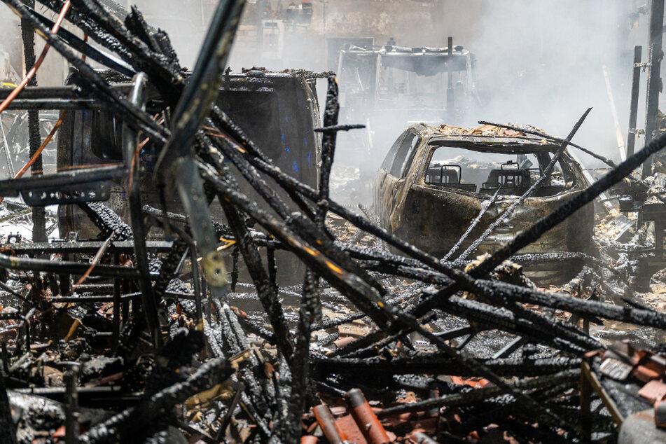 Die Werkstatt brannte komplett aus.