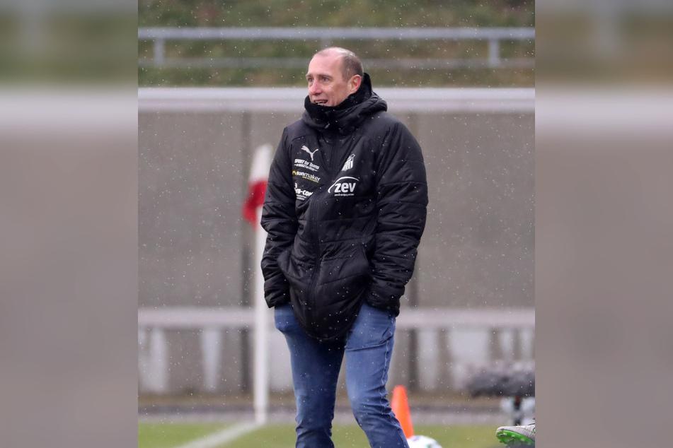 FSV-Trainer Joe Enochs (49) hätte gern drei Punkte statt nur einen Zähler aus dem Derby gegen den Halleschen FC mitgenommen.