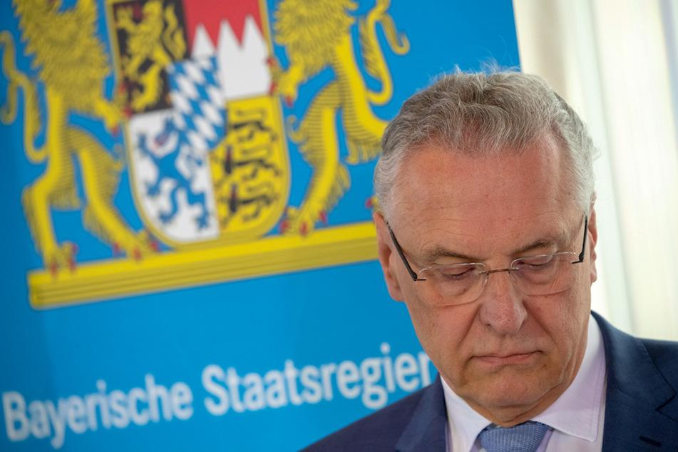 Joachim Herrmann (63, CSU), Innenminister von Bayern, hat auf der Konferenz mit seinen Kollegen einiges zu klären.