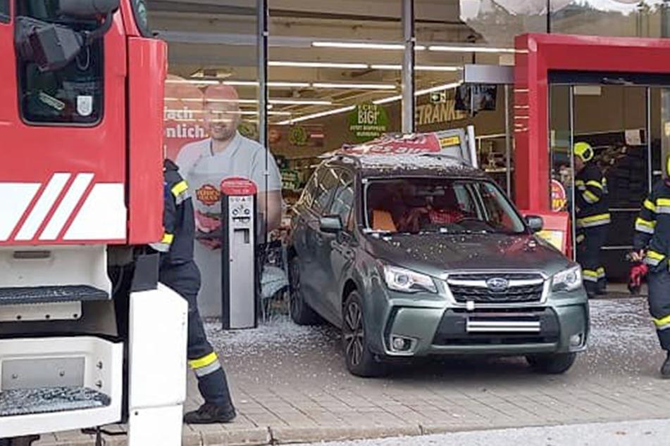 Rentnerin (83) kracht mit Auto in Penny-Markt