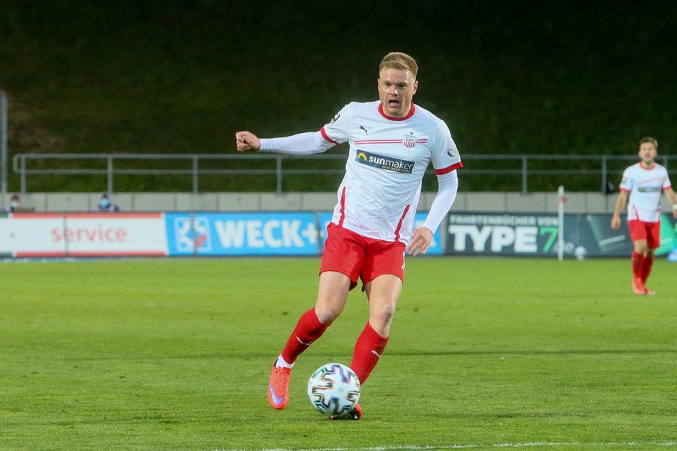 Spitze! Bereits nach gut drei Minuten traf FSV-Stürmer Lars Lokotsch zum 1:0 und brachte die Schwäne damit in Führung.