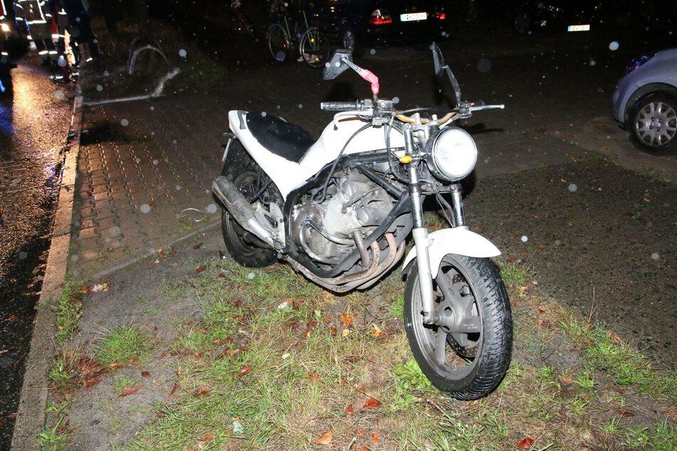 Ein Motorradfahrer hat in Berlin-Baumschulenweg die Kontrolle verloren und wurde schwer verletzt.
