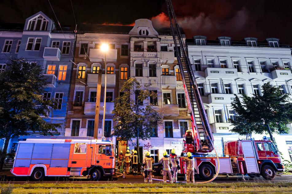 Bei dem Einsatz sind insgesamt 150 Kräfte der Feuerwehr und Rettung im Einsatz gewesen.