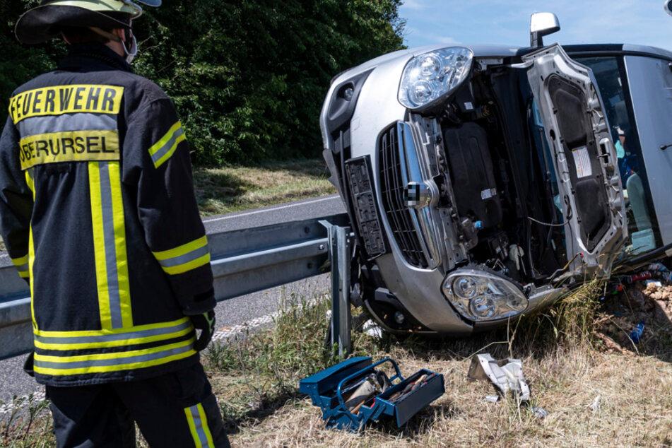 Unfall bei Oberursel: Transporter-Fahrer verletzt, doch er will nicht in Klinik