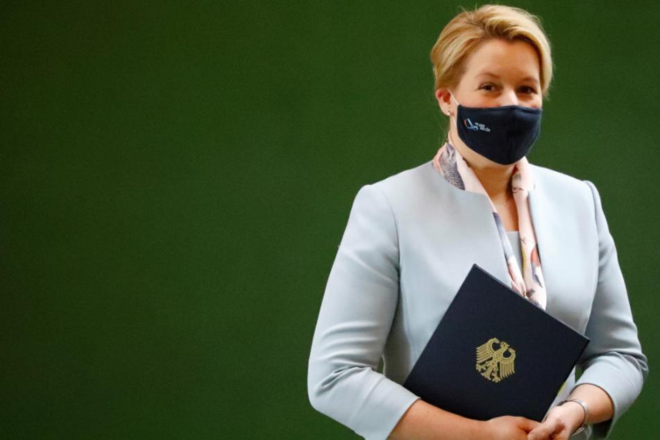 Berlin: Nach Plagiatsvorwürfen: Berliner CDU fordert neue Überprüfung von Giffeys Doktorarbeit