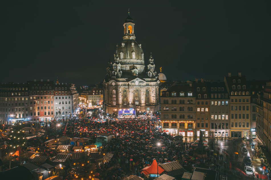 Die Weihnachtliche Vesper in Dresden wird eigentlich vor der Frauenkirche veranstaltet. Aufgrund der Corona-Pandemie soll sie in diesem Jahr nach drinnen verlegt werden und ohne Besucher stattfinden.
