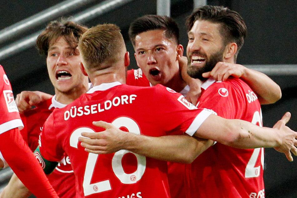 Brandon Borrello (25, r.) kommt vom SC Freiburg. Der australische Nationalspieler war zuletzt an Fortuna Düsseldorf ausgeliehen worden.